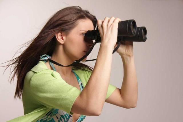 woman-binoculars-future-prediction-ss-1920-800x533
